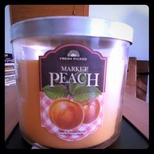 Peach Bath & body works candle